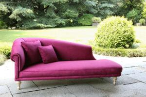 Mebl tkanine se mogu koristiti na otvorenom prostoru kao što su bašte i terase ili pored bazena. Otporni su na različite vremenske uslove.